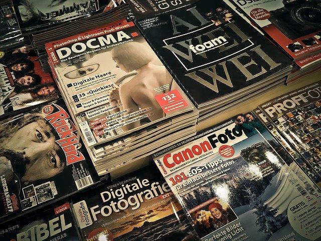平積みされた雑誌